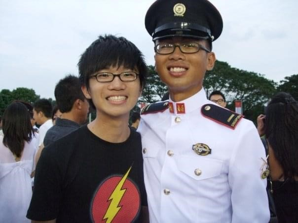 A younger CPT Tan Ke Wen (left) with MAJ Wilson Tan (right) during MAJ Tan's Officer Cadet Commissioning Parade.
