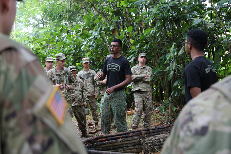 One of our soldiers sharing different survival tips and tricks in the jungle with the US soldiers.