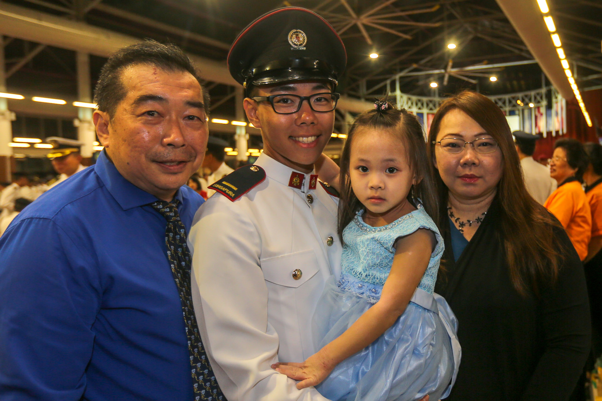 2LT Randell Chan with his family.
