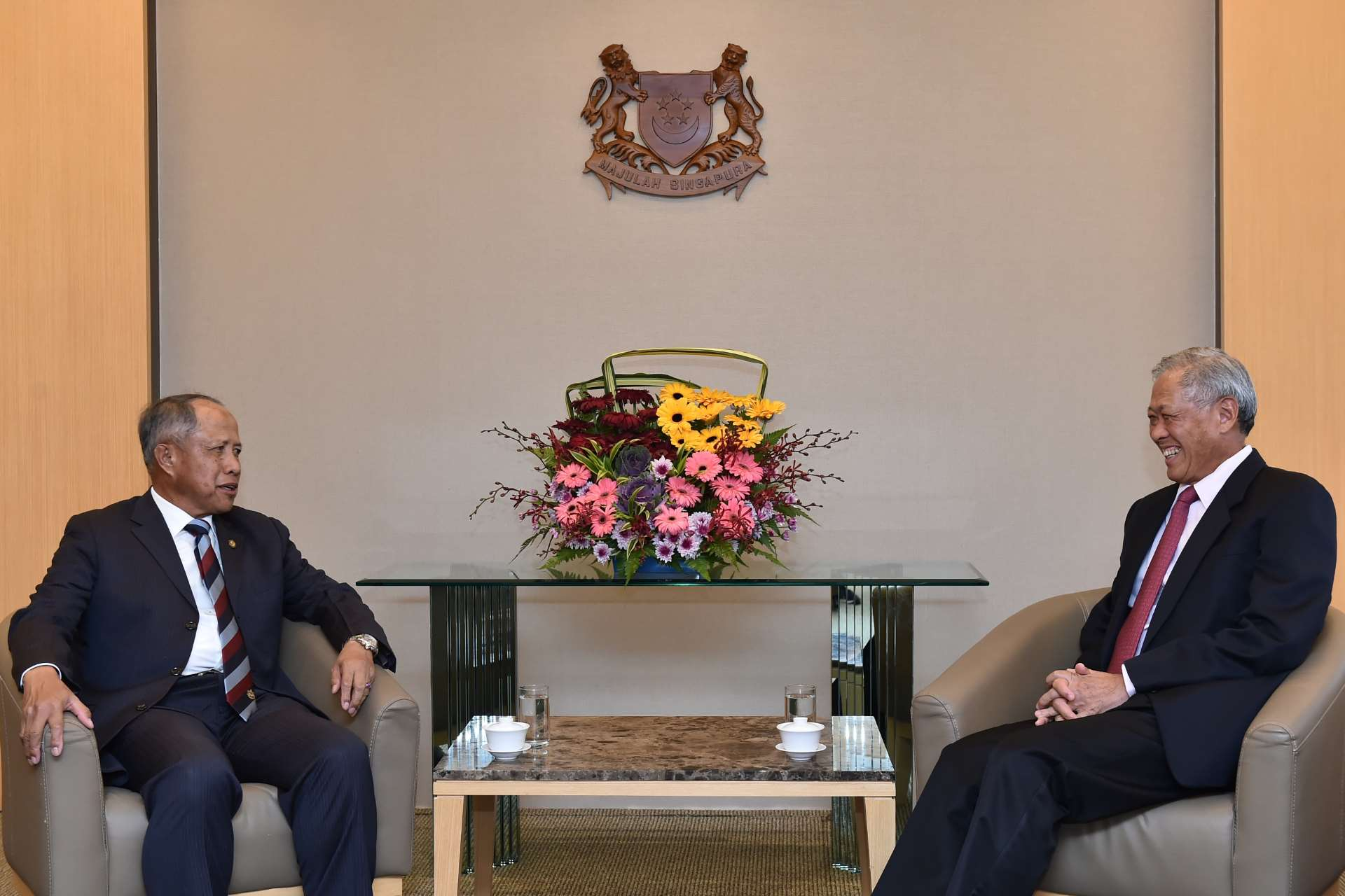 Brunei Defence Minister II Pehin Datu Lailaraja Major General (MG)(Rtd) Dato Paduka Seri Haji Awang Halbi bin Haji Md Yussof (left) calling on Minister for Defence Dr Ng Eng Hen (right) at the Ministry of Defence (MINDEF).