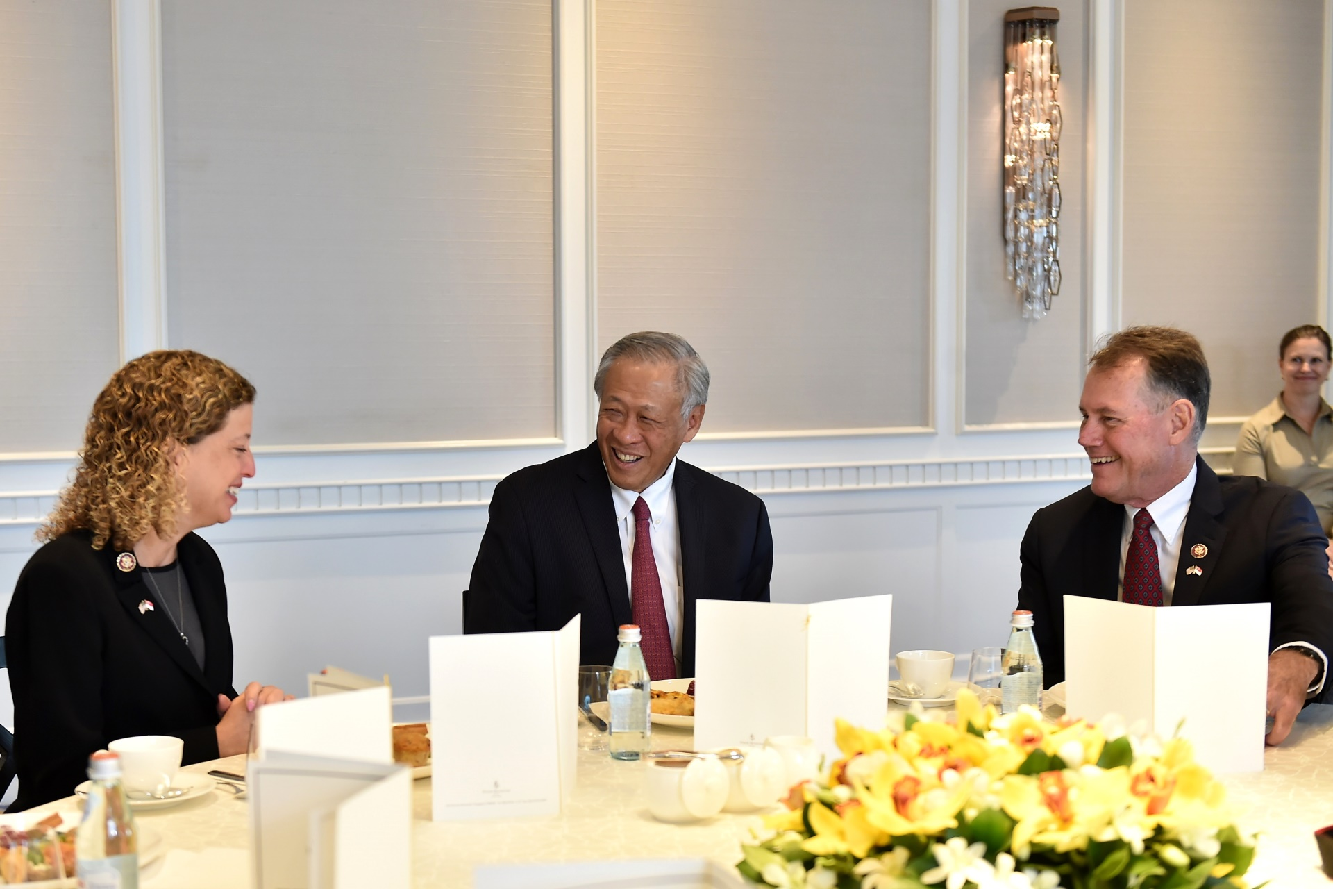 Minister for Defence Dr Ng Eng Hen (middle) hosting a tea session for the United States (US) congressional delegation, led by Chairwoman of the Sub-Committee on Military Construction and Veteran Affairs Debbie Wasserman Schultz (left) this morning.