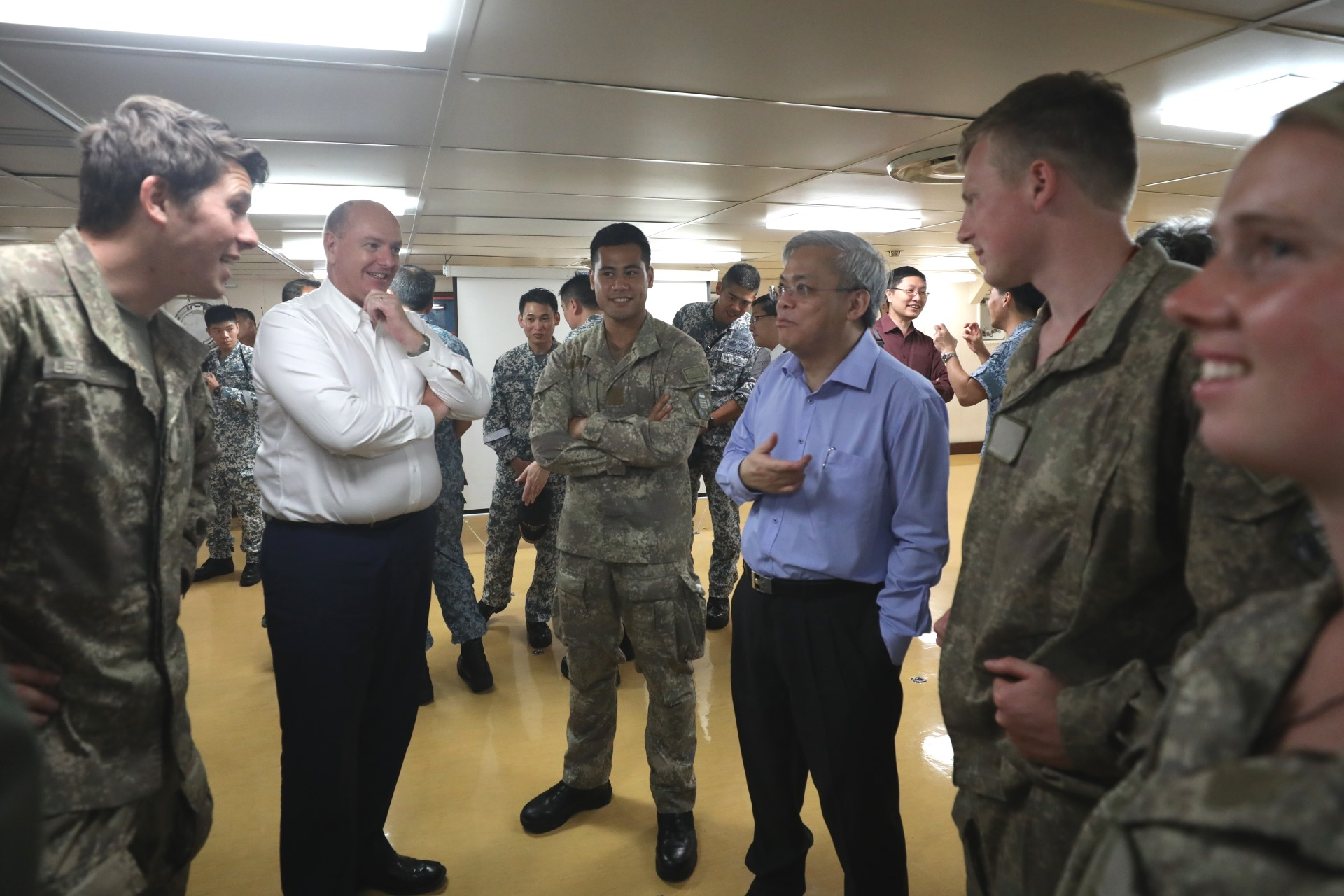 Mr Chan interacting with the FDPA troops taking part in Exercise Bersama Lima.