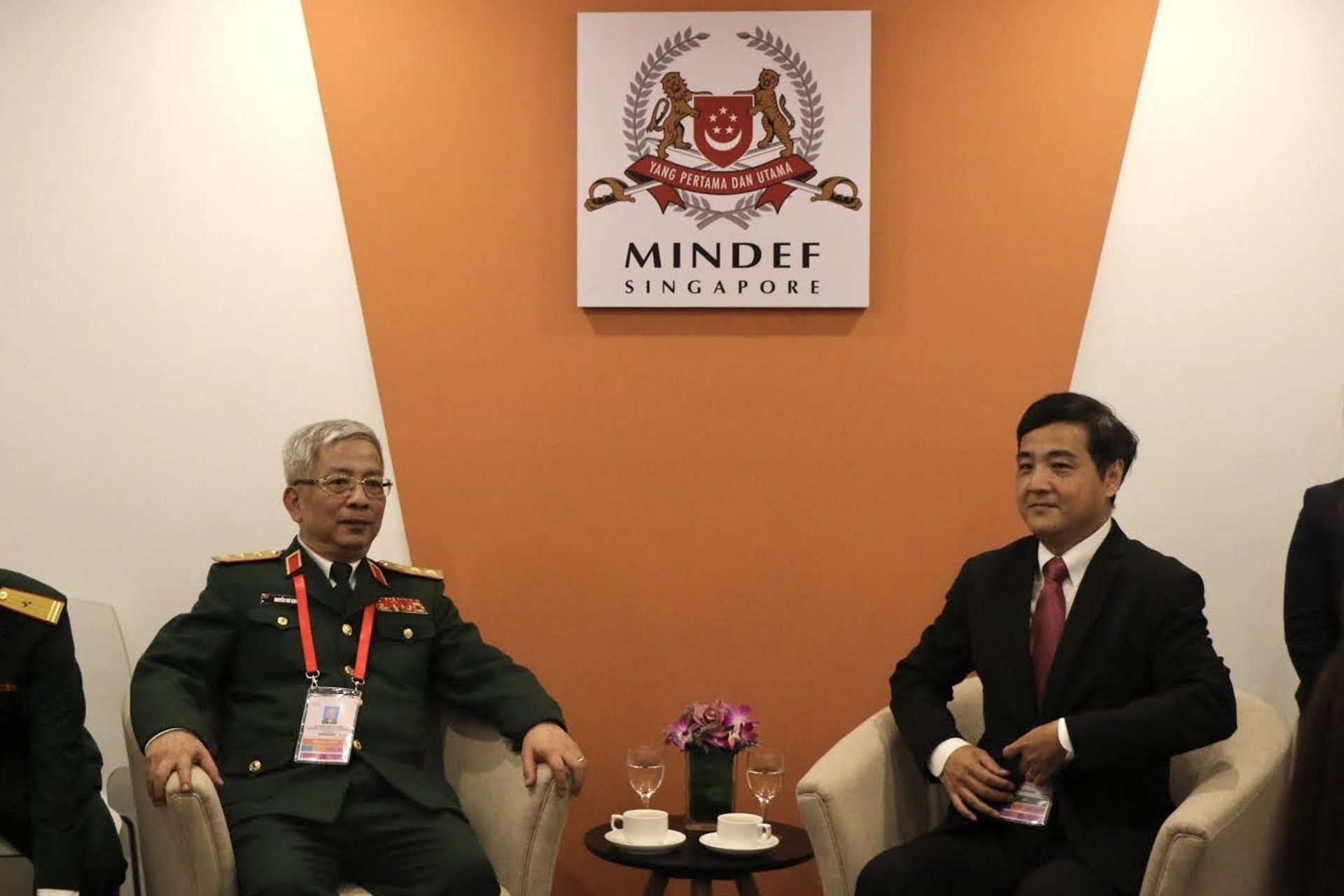 Vietnam Deputy Minister of National Defence Senior Lieutenant General Nguyen Chi Vinh (left) calling on Senior Minister of State for Defence Heng Chee How (right) earlier today.