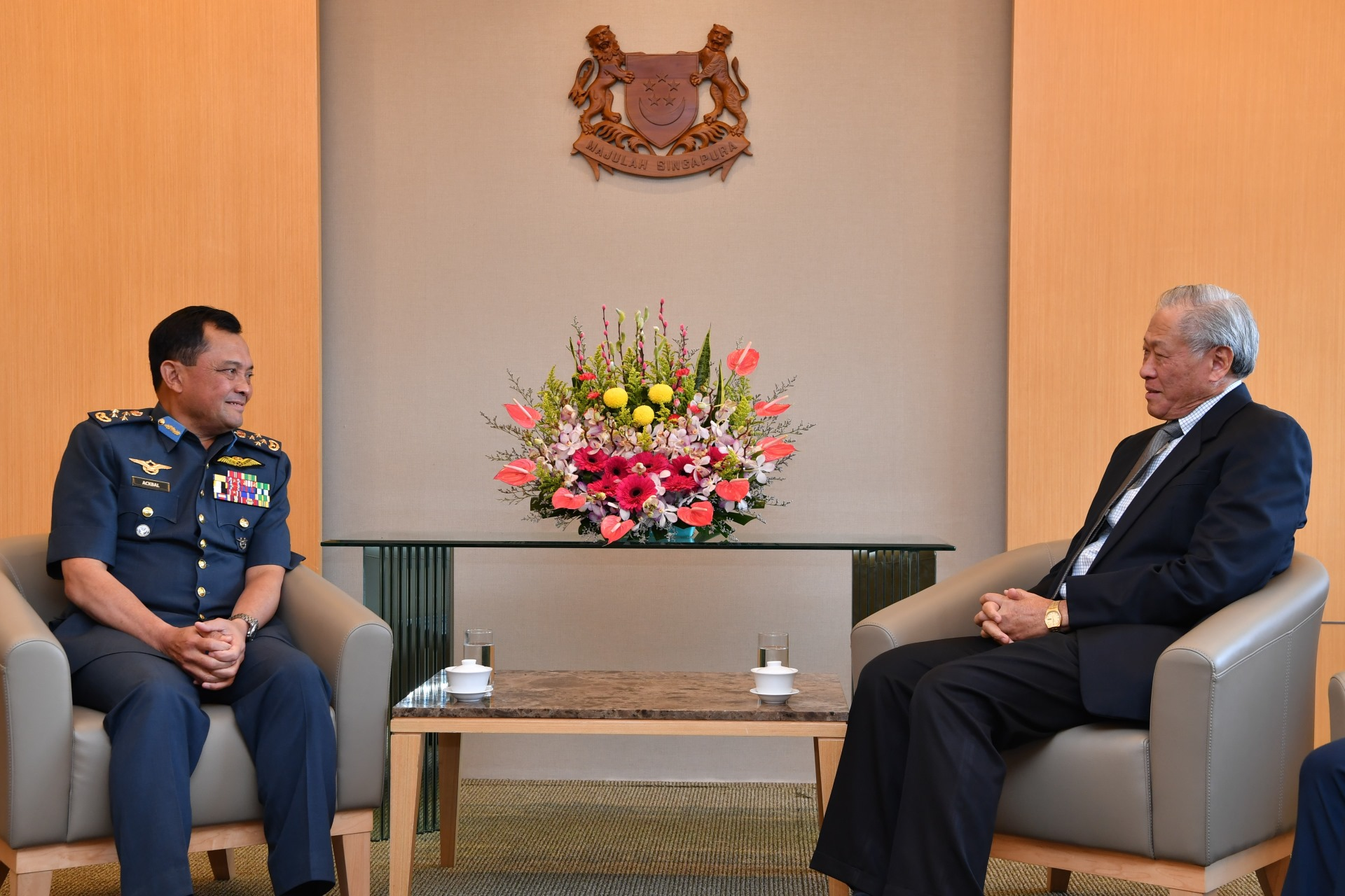 Chief of Air Force of the Royal Malaysian Air Force General (GEN) Dato' Sri Ackbal bin Haji Abdul Samad calling on Minister for Defence Dr Ng Eng Hen.
