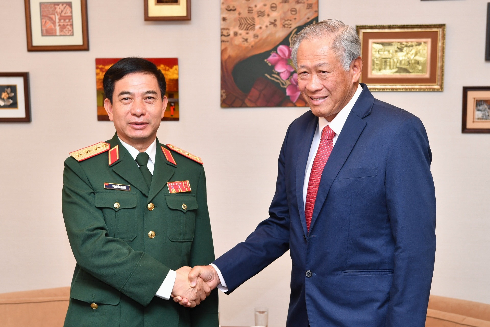 The Vietnam People's Army Chief of General Staff and Vice Minister of National Defence Senior Lieutenant-General (SNR-LG) Phan Van Giang calling on Minister for Defence Dr Ng Eng Hen this morning.