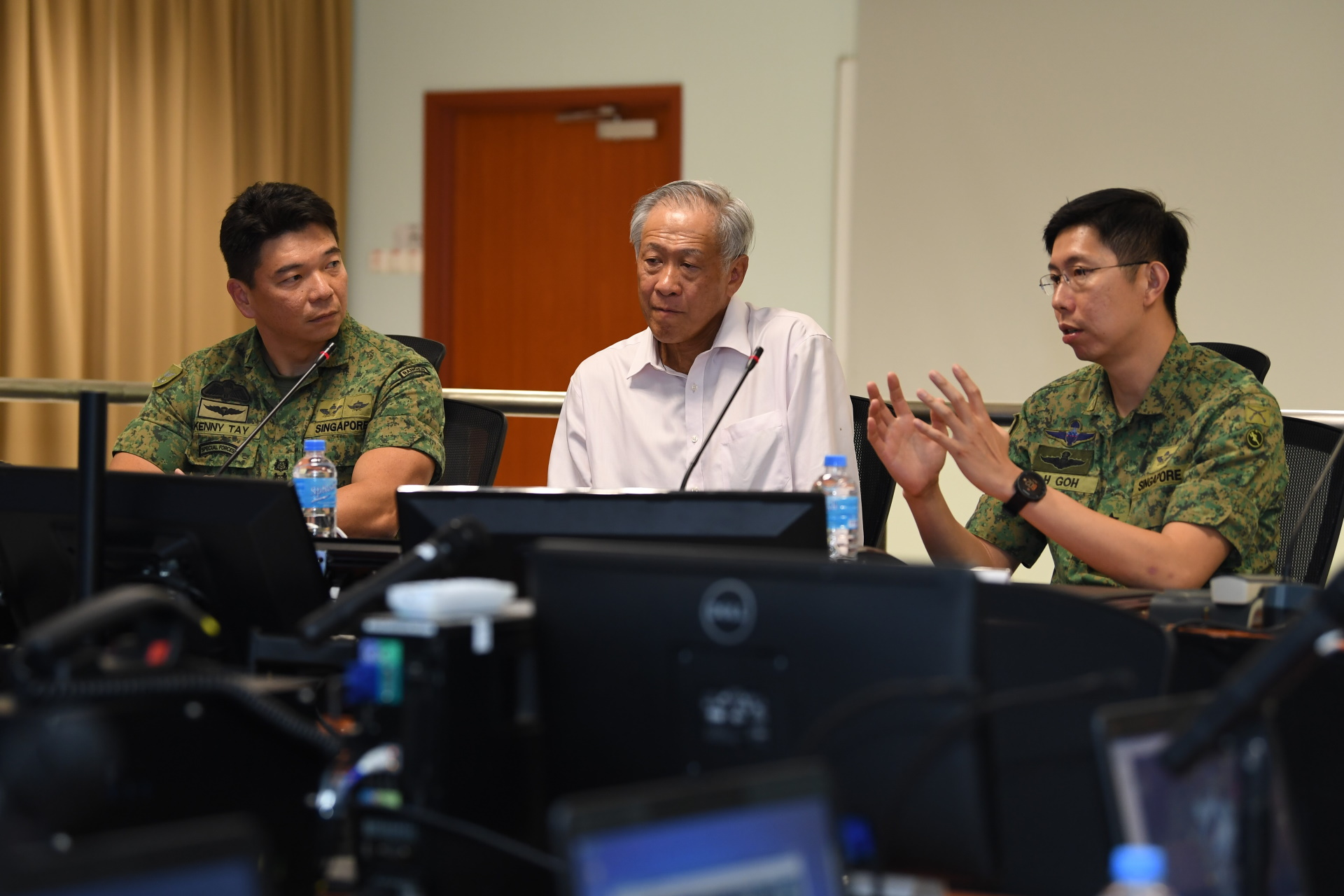Dr Ng (middle) receiving a brief in the SOCC.