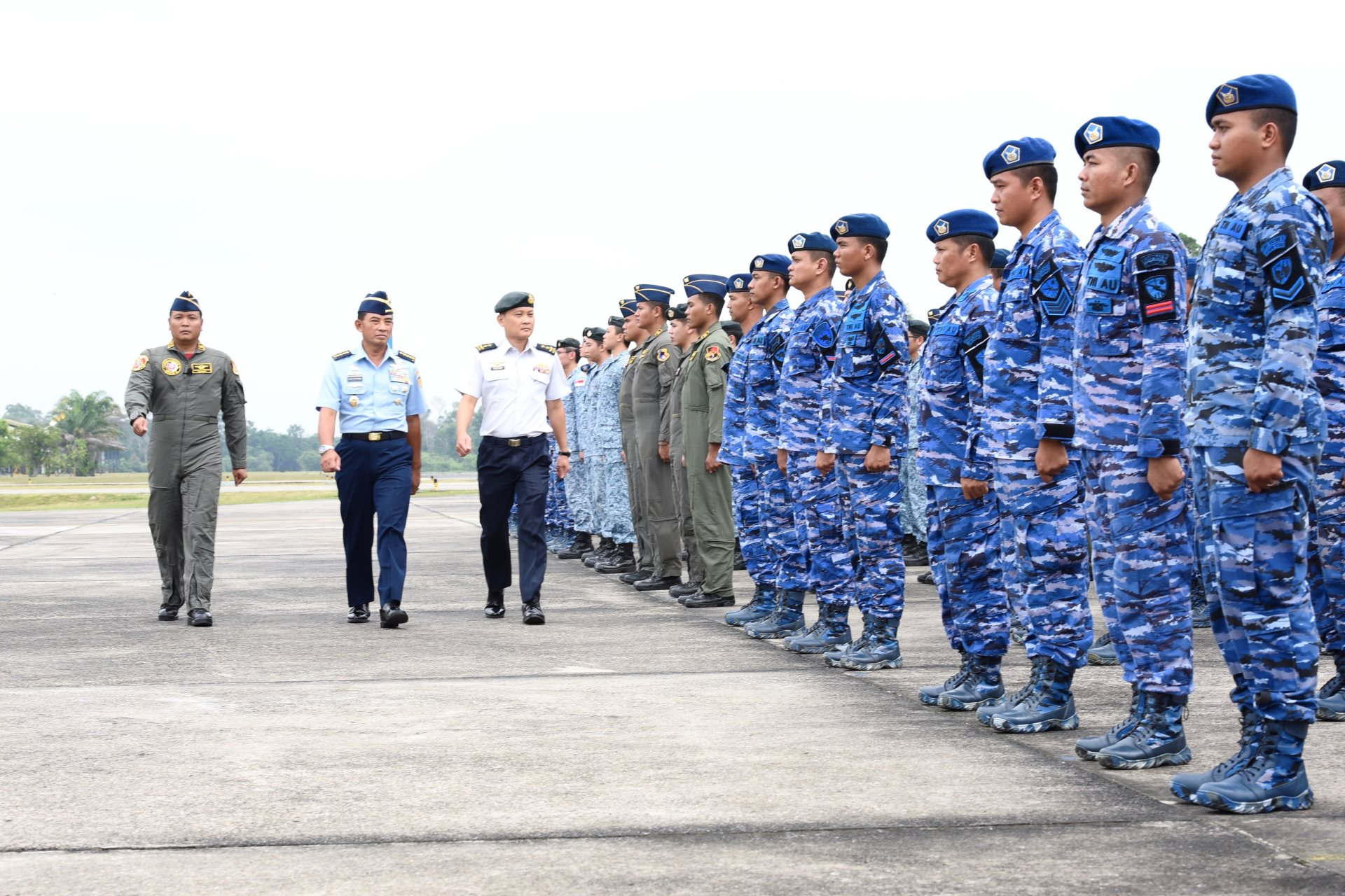 The RSAF's Chief of Air Force Major-General (MG) Mervyn Tan and TNI AU's Chief of Staff Air Chief Marshal Yuyu Sutisna reviewing the parade during the closing ceremony of Exercise Elang Indopura 2018