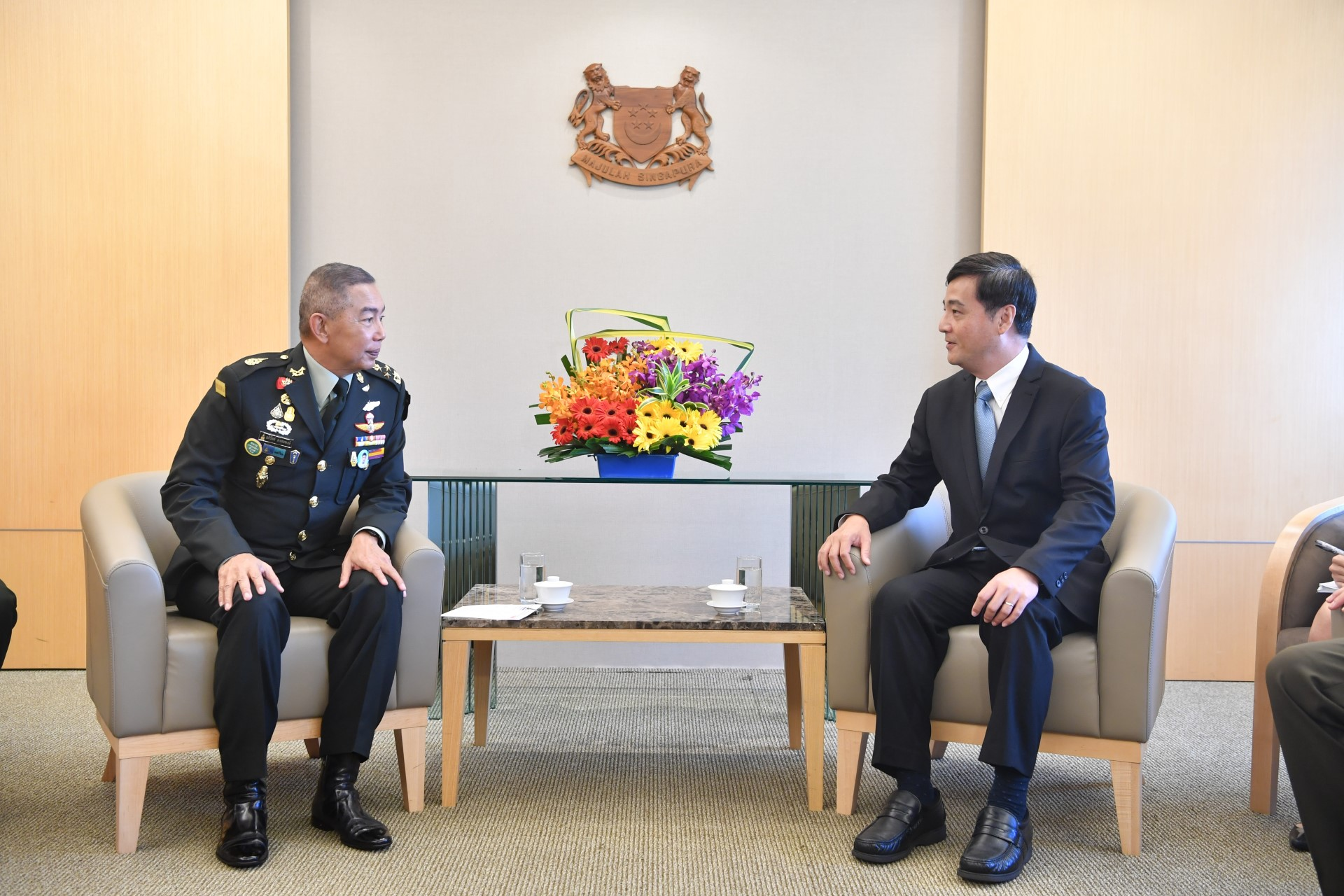 Royal Thai Army Chief Makes Introductory Visit to Singapore