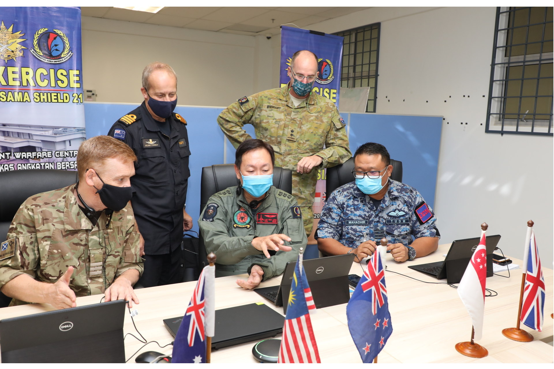 Chief of Staff HQIADS from the SAF, COL Lau Mun Leng discussing operation plans with counterparts from the FPDA member nations. Photo Credit: MYJFHQ.