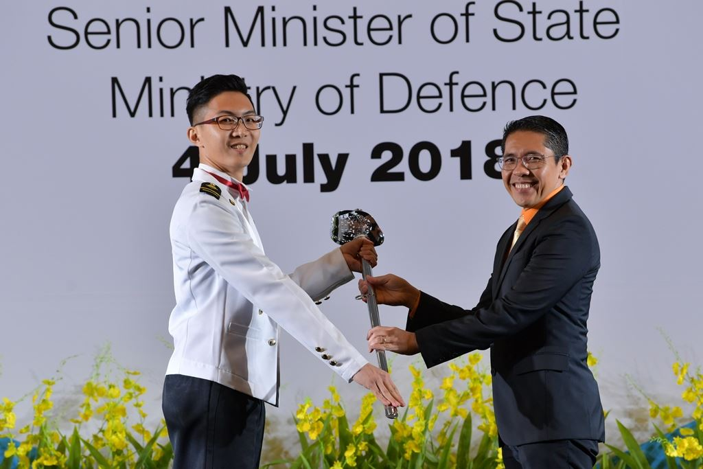 Senior Minister of State for Defence Dr Mohamad Maliki Bin Osman (right) presenting the Sword of Honour to Military Expert ME4 Lee Hwee Liang at the 15th Senior Military Expert Appointment Ceremony.