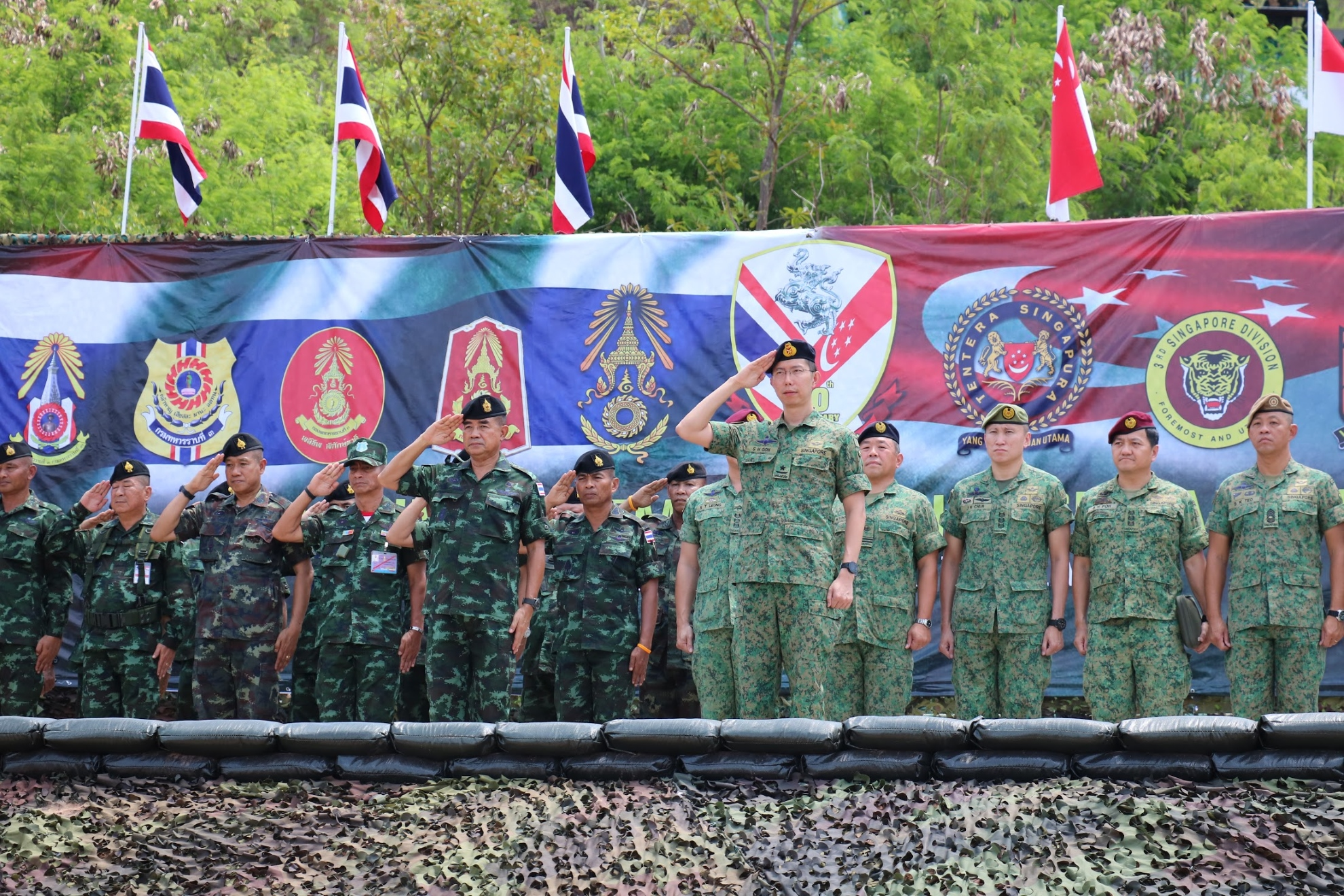 Chief of Army Brigadier-General (BG) Goh Si Hou and Commander-in-Chief of the Royal Thai Army (RTA) General (GEN) Chalermchai Sitthisad co-officiating at the closing ceremony of Exercise Kocha Singa 2018, in Thailand this afternoon.