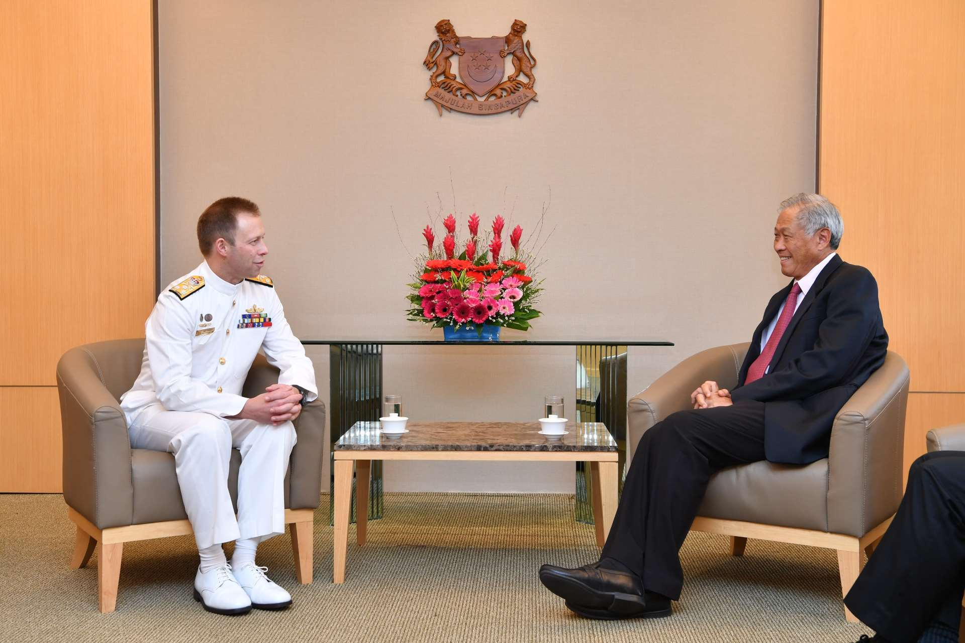 Chief of the Australian Royal Navy Vice Admiral (VADM) Michael Noonan (left) calling on Minister for Defence Dr Ng Eng Hen (right).