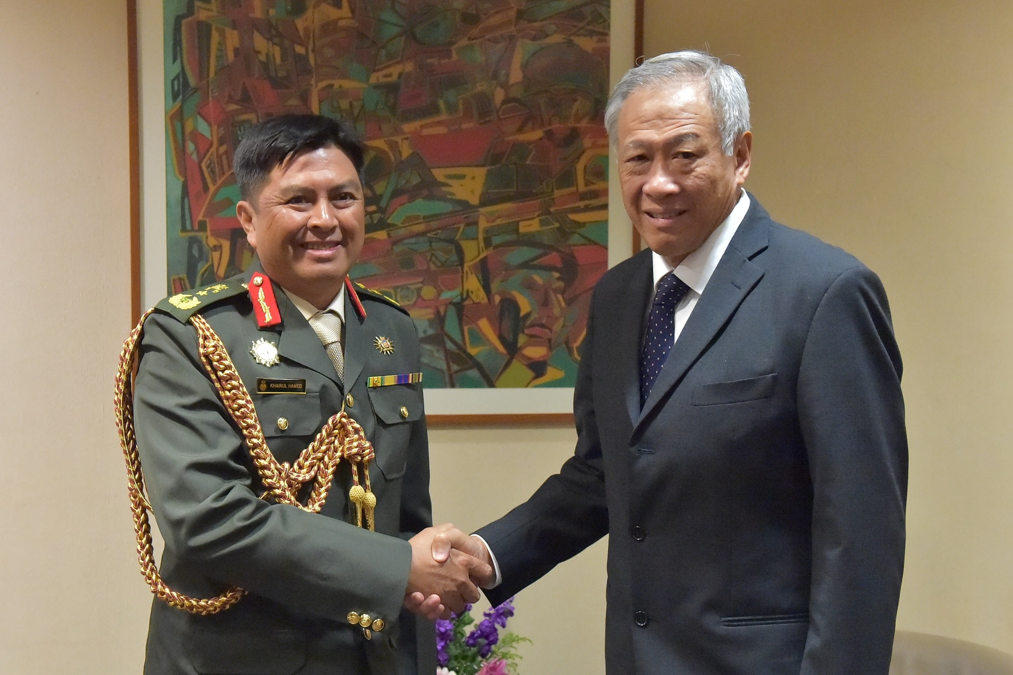 Commander of the Royal Brunei Land Forces Brigadier General (BG) Awang Khairul Hamed bin Awang Haji Lampoh (left) calling on Minister for Defence Dr Ng Eng Hen (right).