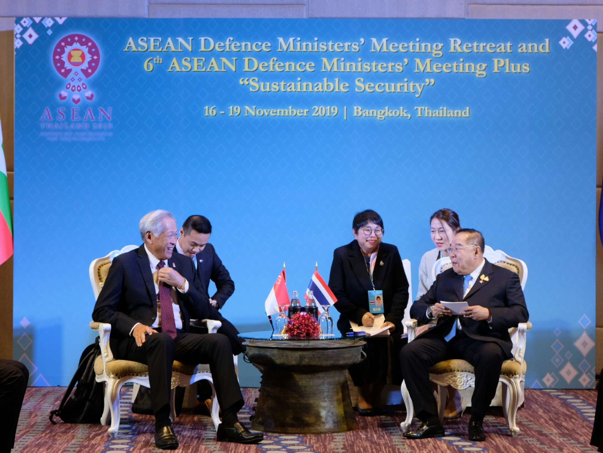 Dr Ng met Thailand's Deputy Prime Minister General (GEN) Prawit Wongsuwan on the sidelines of the ADMM Retreat and 6th ADMM-Plus yesterday.