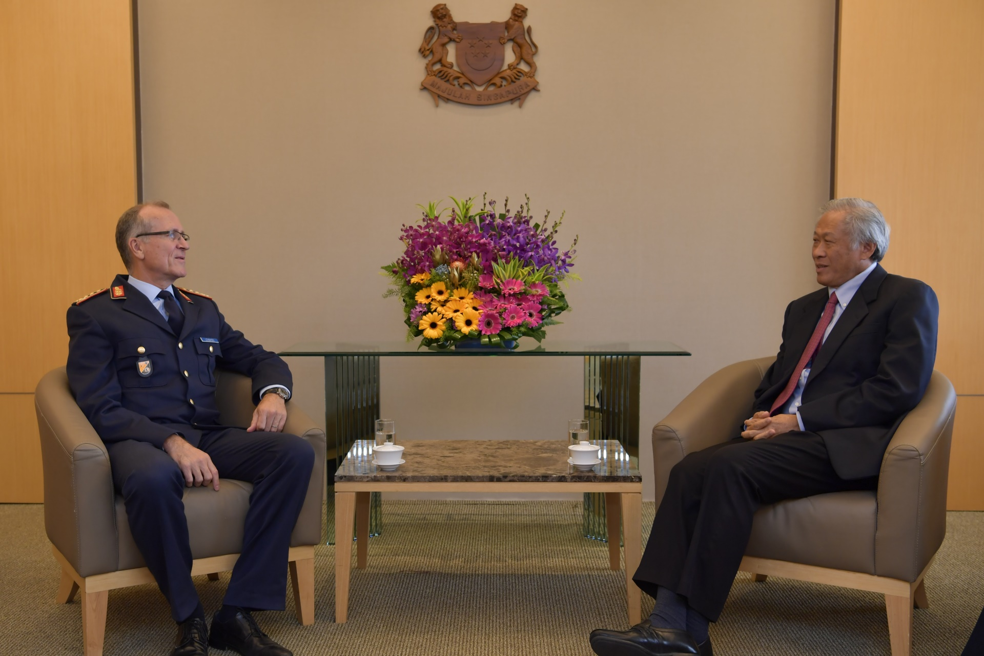Chief of German Cyber & Information Domain Service Lieutenant-General Ludwig Leinhos (left) calling on Minister for Defence Dr Ng Eng Hen (right) at the Ministry of Defence this morning.