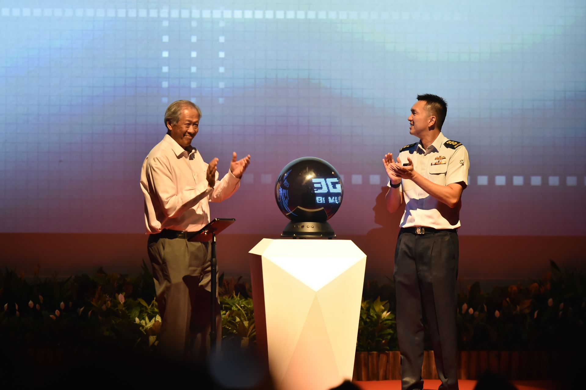 Minister for Defence Dr Ng Eng Hen (left) and Commander Air Combat Command Colonel Ho Kum Luen from the Republic of Singapore Air Force (right) launching the PRIDE Symposium 2018 at Nanyang Polytechnic this morning.