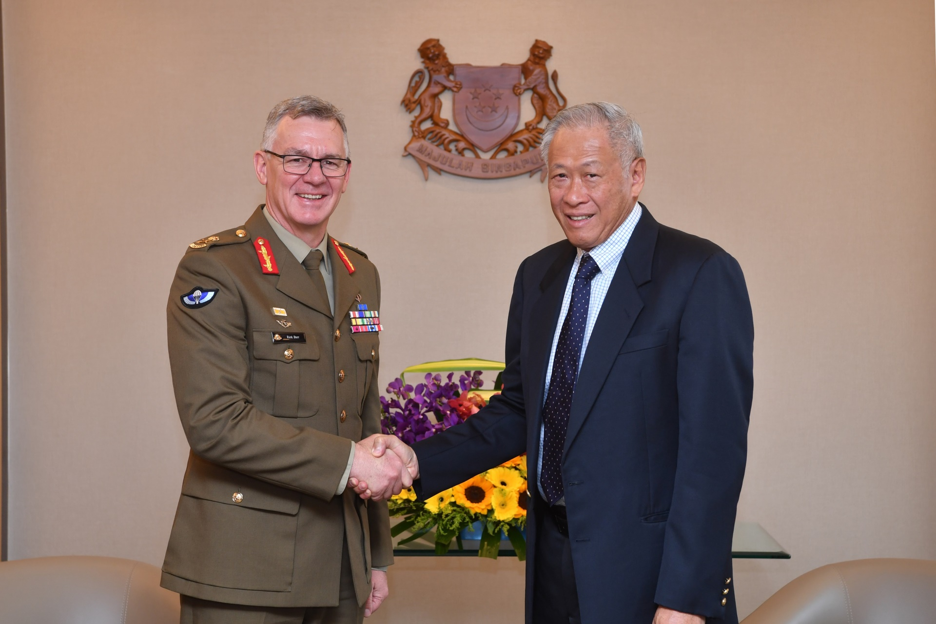 The Chief of Army of the Australian Defence Force Lieutenant General (LTGEN) Richard Burr calling on Minister for Defence Dr Ng Eng Hen