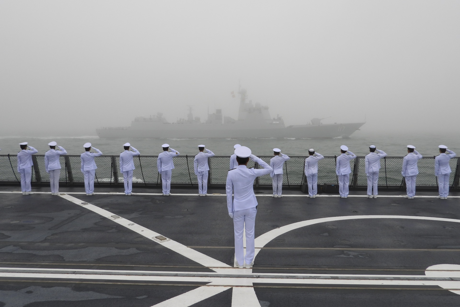 Crew of RSN's Formidable-class Frigate RSS Stalwart saluting President of the People's Republic of China Xi Jinping as he reviews ships participating in the International Fleet Review on the People Liberation Army Navy's PLANS Xining.