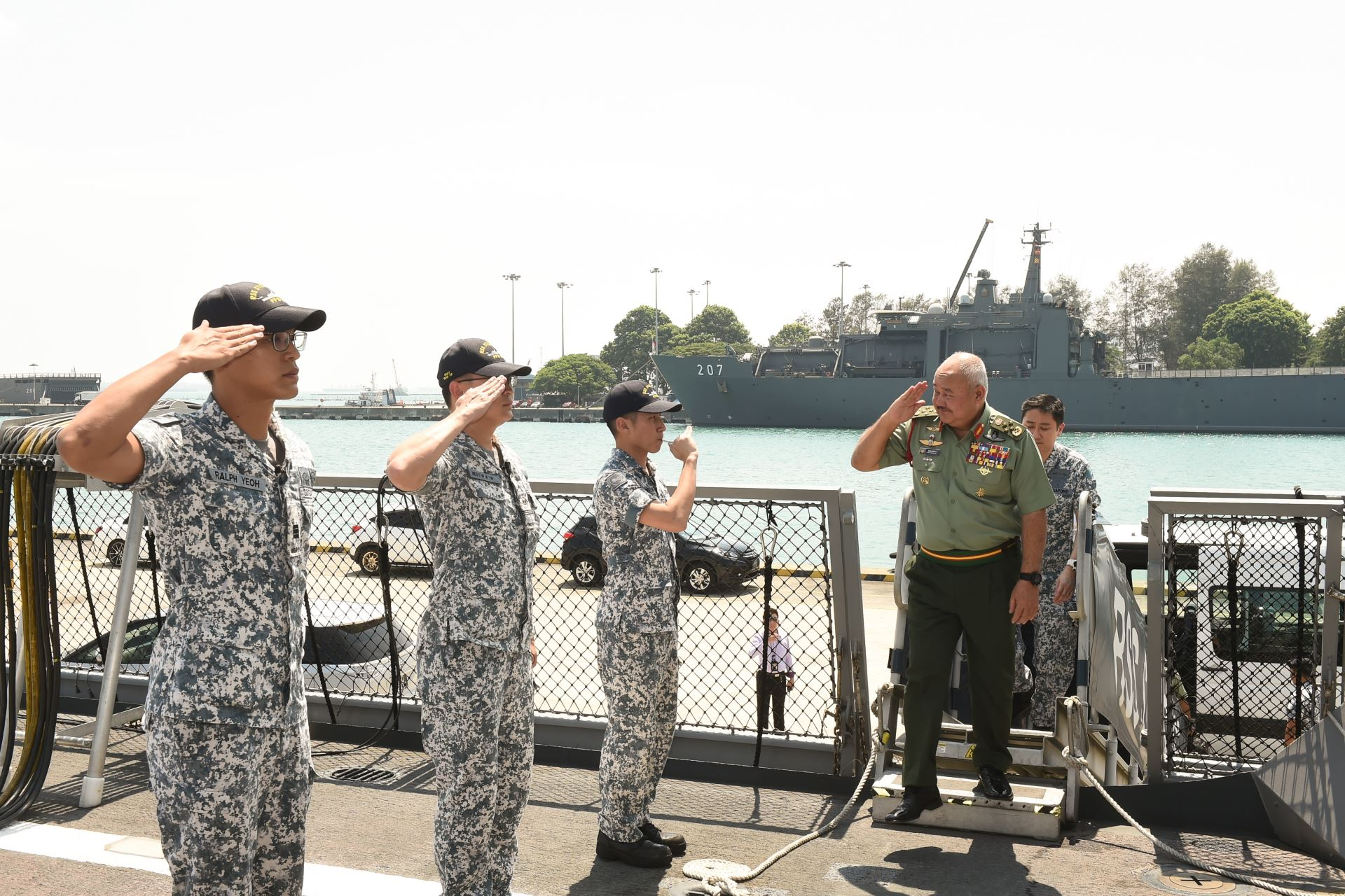 GEN Zulkifli (right) boarding the Formidable-class frigate RSS Steadfast during his visit to Changi Naval Base.