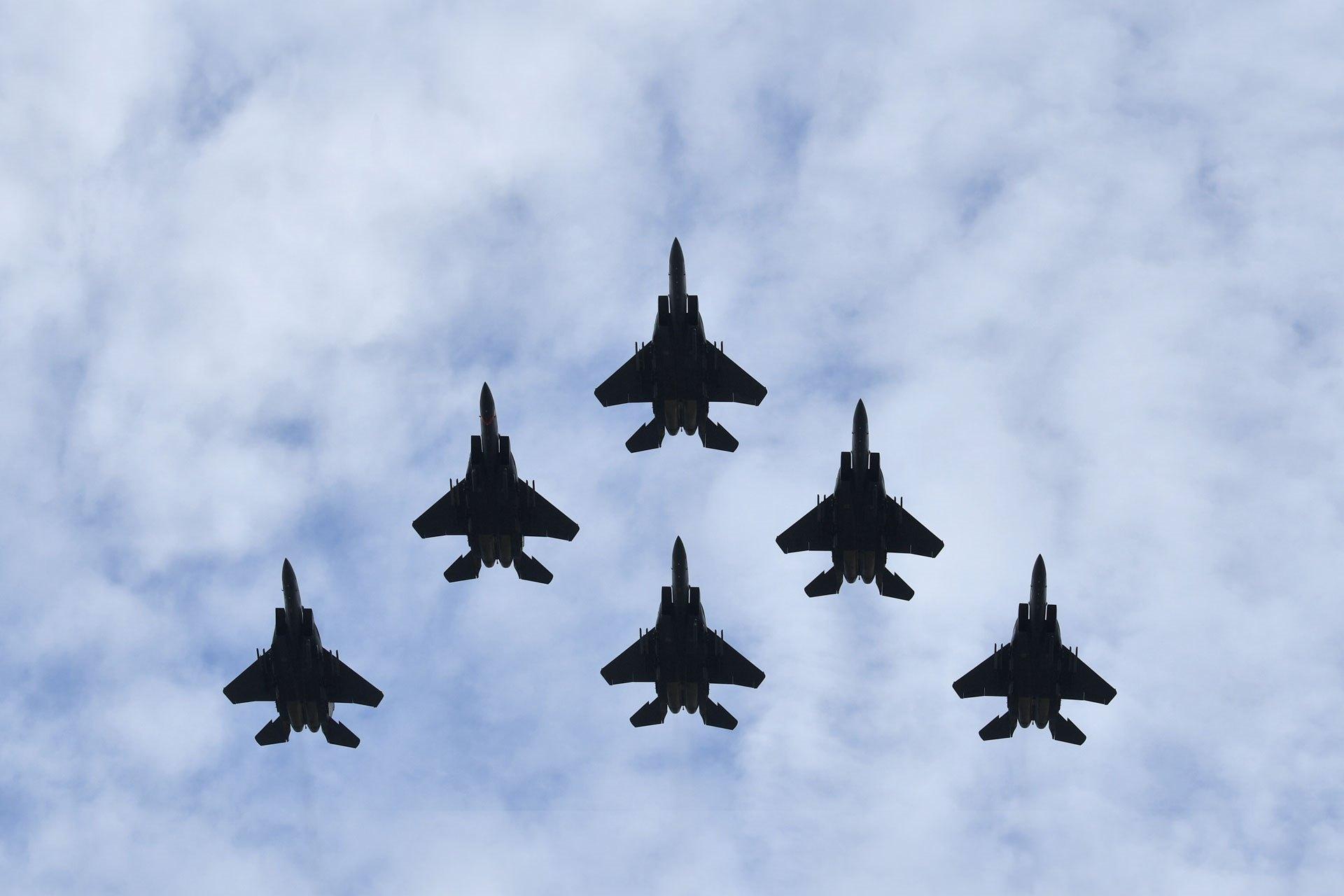 https://www.mindef.gov.sg/web/wcm/connect/pioneer/10a149f9-df5b-4f72-9fac-548449e91e68/F-15SG-fighter-jets.jpg?MOD=AJPERES&CACHEID=ROOTWORKSPACE.Z18_1QK41482LG0G10Q8NM8IUA1051-10a149f9-df5b-4f72-9fac-548449e91e68-mme7Dnt